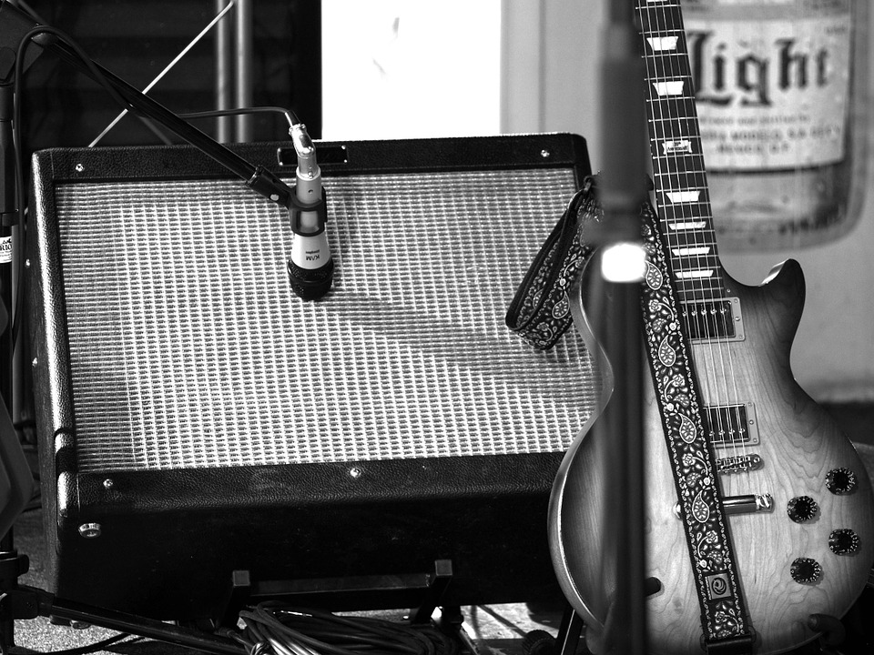Une guitare électrique a toujours besoin d'un amplificateur