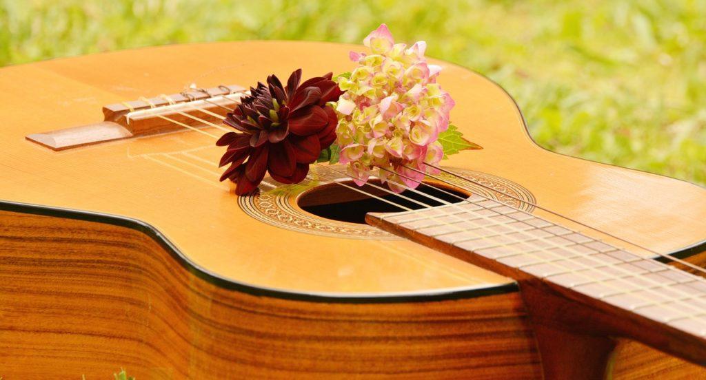 Les guitares acoustiques nécessitent une prise plus fermes